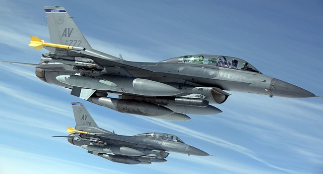 military-jets-1109093_640