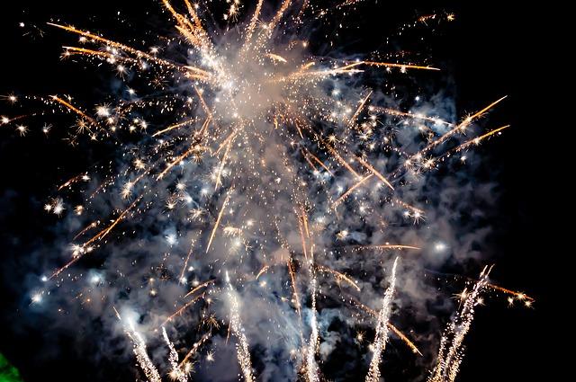fireworks-1712688_640